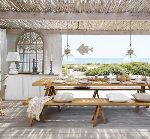 Good lighting is what really gives indoor/outdoor spaces that extra homey touch (by Maisons du Monde UK)