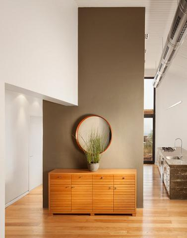Modern Hall With Accent Wall Divider (Architect Michael Schein, Photos by Elad Gonen and Zeev Beech)