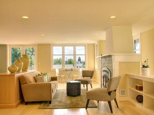 Sunny Yellow Living Room (by David Neiman Architects)