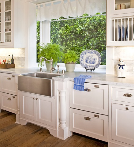 A stainless steel apron sink can lend a slightly more contempoary feel to a very traditional kitchen (by Kathryne Designs, Inc, photo by Mark Lohman)