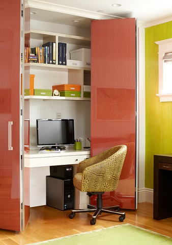The biggest advantage of a cloffice over any other kind of small workstation is that having doors you can close means it's easy to close off work messes and keep them out of your daily life - and vice versa (by Applegate Tran Interiors, Christopher Stark)