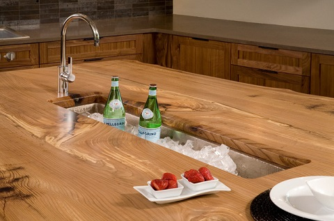 Merveilleux A Trough Style Sink In The Center Of The Kitchen Island Is Perfect For  Serving Drinks