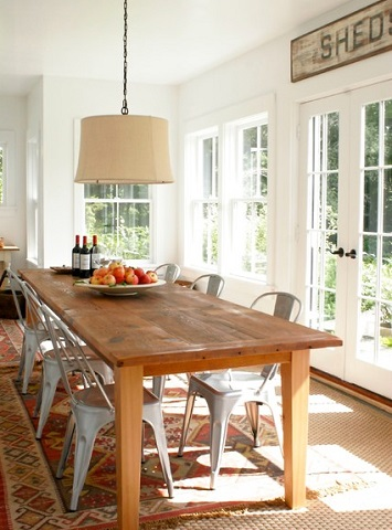 Metal dining chairs can add a homey touch to a relaxed cottage or farmhouse decor (design and photo by Saint-Onge Design)
