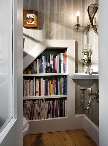 Stowing books in the bathroom might seem like an odd choice, but it's a surprisingly practical way to make use of your wall space (by Smith & Vansant Architects PC, photo by Rob Karosis)