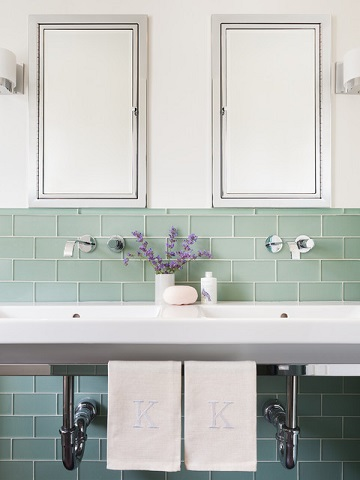 Glass subway tile is sleek and elegant, with greater visual depth and more gloss than traditional porcelain or ceramic (by Sophie Metz Design, photo by Sam Oberter)