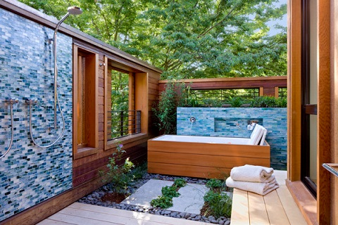 Full outdoor bathroom suites are rare, but in the right cliamte, they can be a real treat (by John Lum Architecture, Inc. AIA)