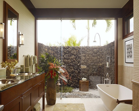 Outdoor showers are both fun and functional, not to mention relatively easy to install (by Slifer Designs, photo by Matthew Millman)