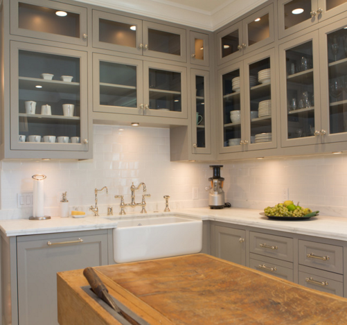 A combination of clean lines and traditional details make a great transitional kitchen. (By Charmean Neithart Interiors, LLC, photo by Erika Bierman Photography)
