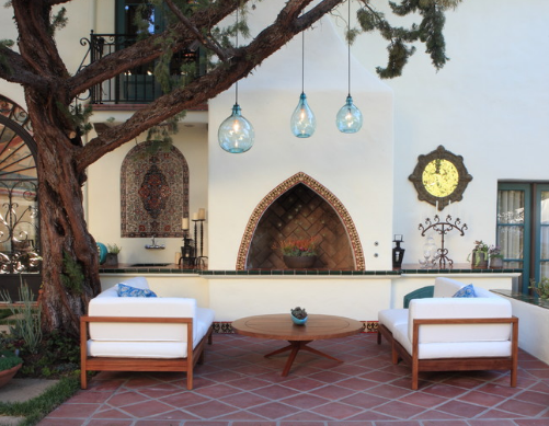 There are many different sorts of creative and aesthetic outdoor lights. (By Cassy Aoyagi)