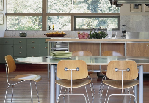 The unadorned utility of plywood chairs are classic midcentury modern. (By Modern Kitchen)