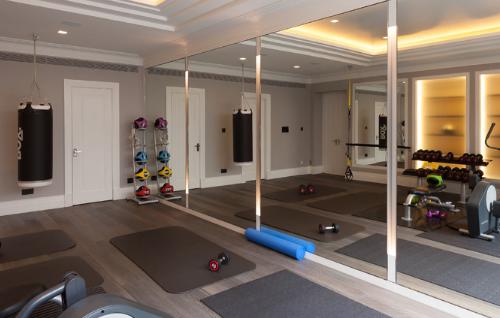 Mirror tricks widen and brighten up a workout space. (by Art Deco Refurbishment)