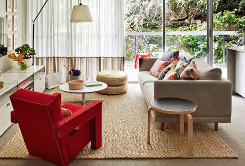 Neutral, flat-weave rugs are great bases for a living room. (by Arent & Pyke)