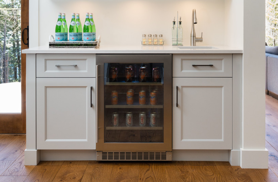 With a little creativity, bars can fit right into your set-up. (by Elysee)