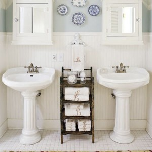 Pedestal Sinks Are The Backbone Of Country Style Bathrooms Bonus Points For Clical Column