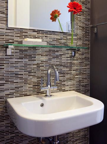 Thin Rectangular Tile Accent Wall (by Andre Rothblatt Architecture)