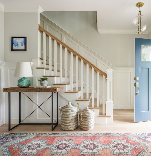 Cheerful colors and minimal furnishings can make even a small entryway feel inviting (by Jamie Keskin Design)