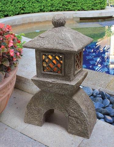 Japanese Pagoda Solar Lantern Statue AL58699 from Toscano
