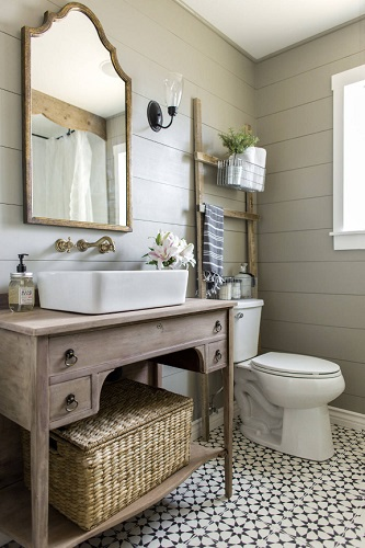 Picking just a few compatible elements is a simple way to build a trendy bathroom (by Jenna Sue Design Co.)