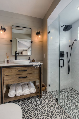 If your bathroom is feeling tired, mismatched, or a little dated, updating your hardware is the most affordable way to get your bathroom updated, coordinated, and back on trend (by Spazio LA)