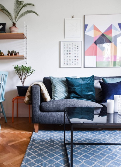 The trick to making denim blue work with your decor is to treat it like you would an outfit: not too matchy-matchy, and mixed with other colors and fabrics (by Esteriör)