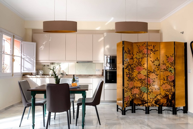 A decade of building beautiful but too-open kitchens has resulted in a lot of so-so makeshift room dividers, but if you're about to start a new project, you don't have to learn the hard way that there's such a thing as too barrier-free (by DIFdecor)